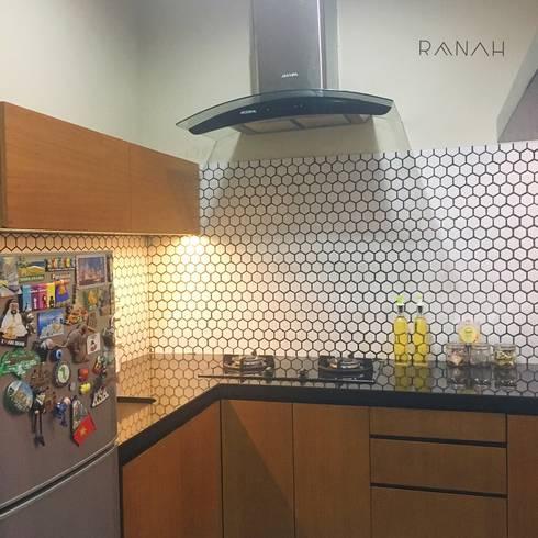 Interior Residential – Pomentia Residence:  Dapur by RANAH
