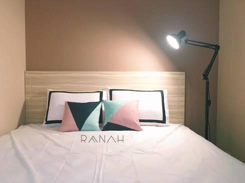 2 Bedrooms – Bassura City Apartment:  Kamar Tidur by RANAH
