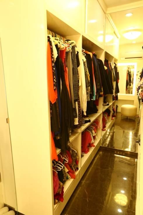 Basant Park - Chembur:  Dressing room by Aesthetica