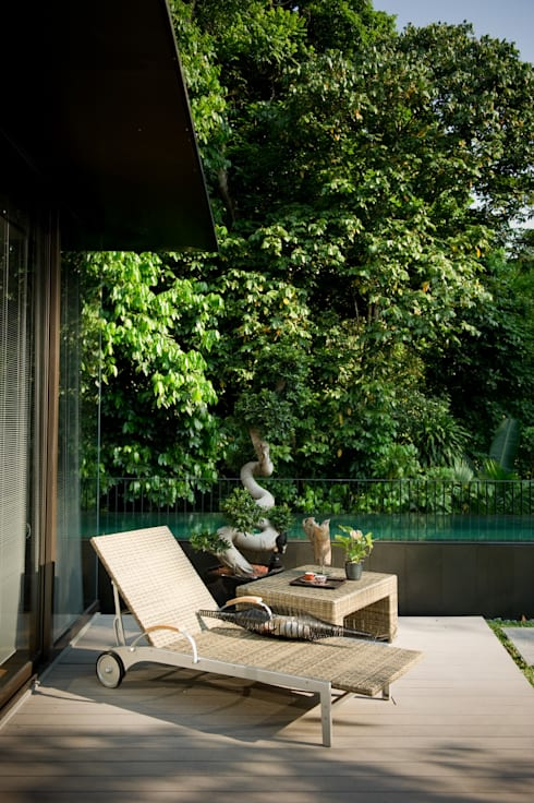 Green Living at Mont Timah:   by E&U