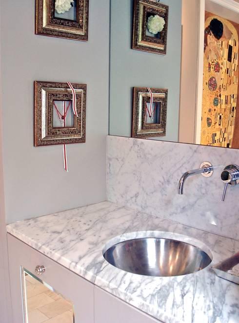 Vanity: classic Bathroom by Turquoise