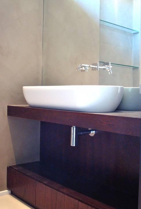 Guest bathroom: minimalistic Bathroom by Turquoise