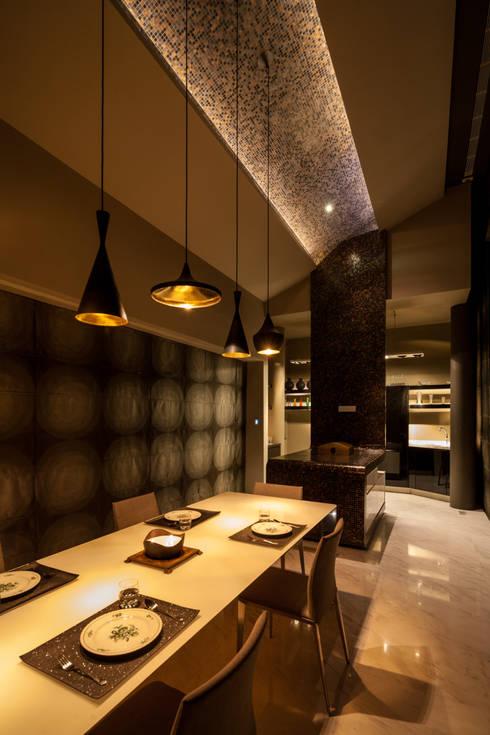 Dining Room:  Ruang Makan by E&U