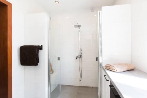 Łazienka - duży prysznic: styl , w kategorii  zaprojektowany przez in2home