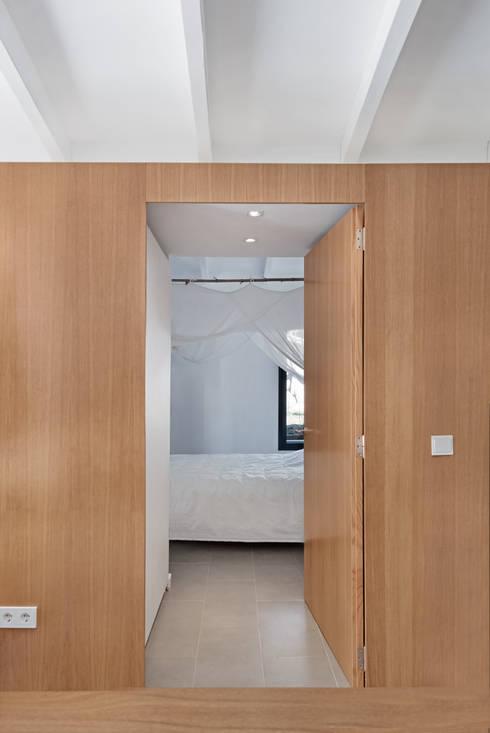 Dormitorios de estilo  por Aina Deyà _ architecture & design
