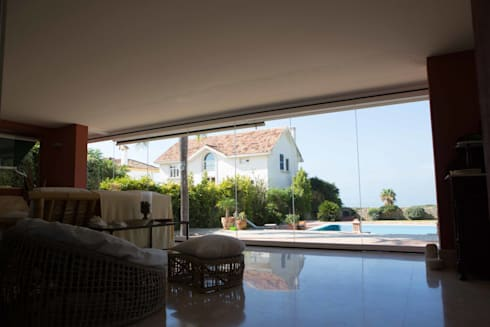 Cerramiento de chalet: Casas de estilo moderno de Beldaglass - The In & Out experience