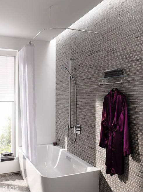 Duschvorhangstange Aus Edelstahl Als L Form Mit Textil Duschvorhang :  Moderne Badezimmer Von PHOS
