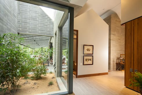 Casa La Querencia: Jardines de estilo industrial por toroposada arquitectos sas
