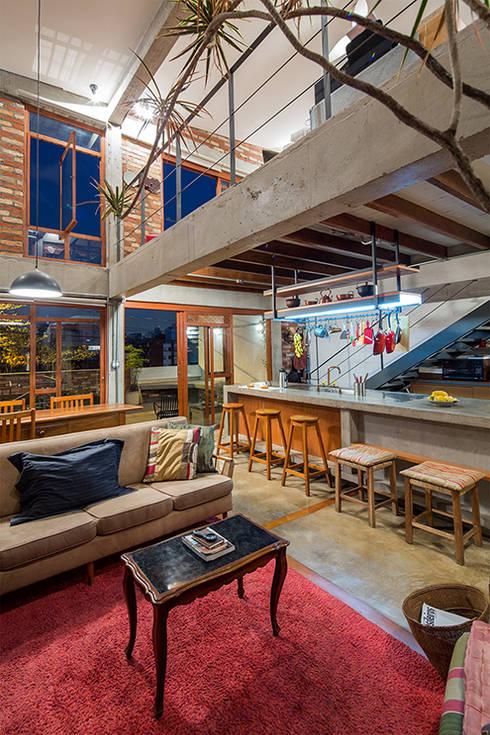 Cocinas de estilo moderno por Grupo Garoa Arquitetos associados
