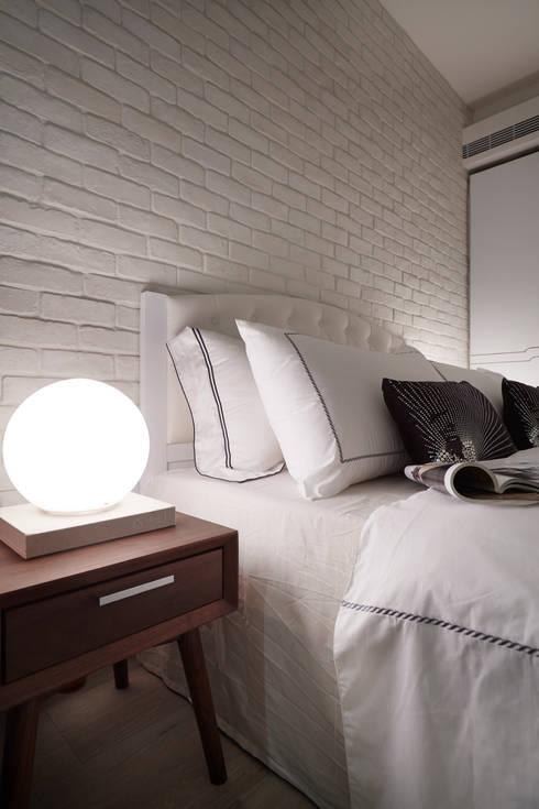 Projekty,  Sypialnia zaprojektowane przez 弘悅國際室內裝修有限公司