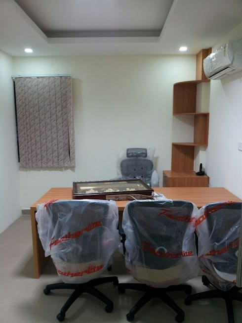 Office Interior Designers Bangalore: asian Study/office by Scale Inch Pvt. Ltd.