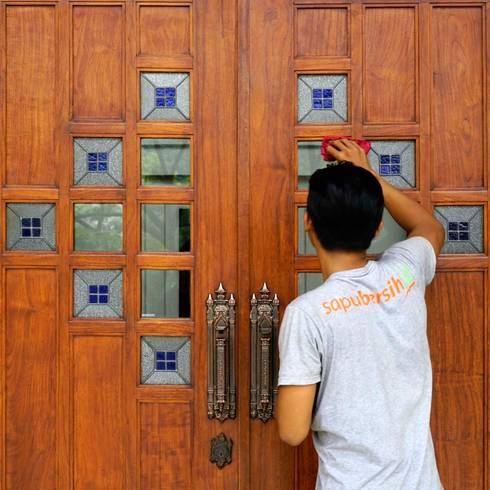 Jasa bersih jamur kaca:  Jendela by SapuBersih.id