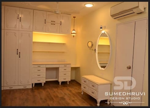 Master Room Wardrobe, Dressing and Study Space : classic Bedroom by SUMEDHRUVI DESIGN STUDIO