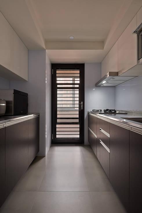 北歐X工業風!:  廚房 by 好家空間設計工作室