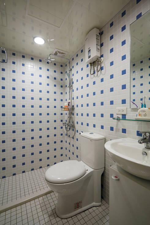 Phòng tắm by 弘悅國際室內裝修有限公司