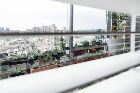 竹北椰林王公館:  客廳 by 茗匠有限公司