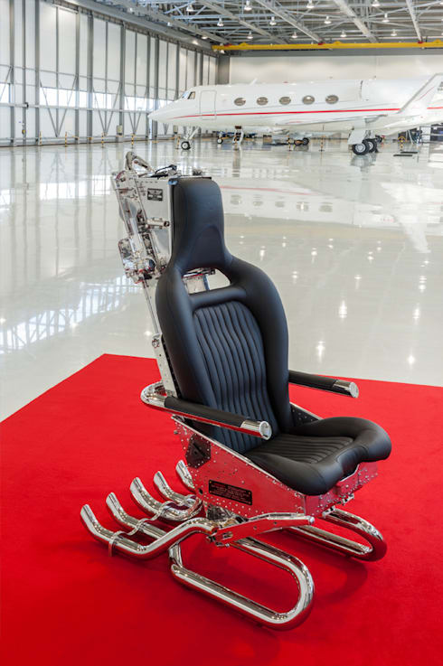 Ejector Seat Office Chair:  Office spaces & stores  by James Rowland Photography