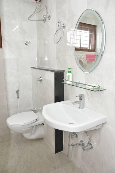 Bathroom designs:  Bathroom by Scale Inch Pvt. Ltd.