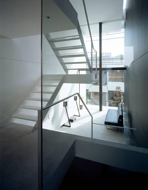昭和町の家 / House in Showacho: 藤原・室 建築設計事務所が手掛けたリビングです。