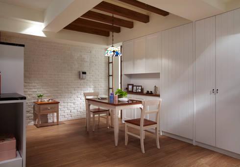 使用天花板界定空間,並增添用餐的氛圍:  餐廳 by 弘悅國際室內裝修有限公司