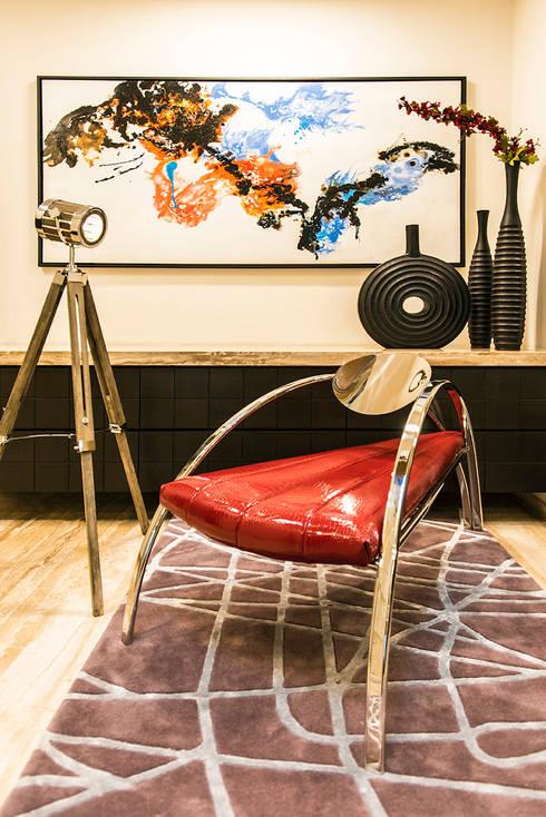 Lobby Close-up:  Living room by Studio An-V-Thot Architects Pvt. Ltd.