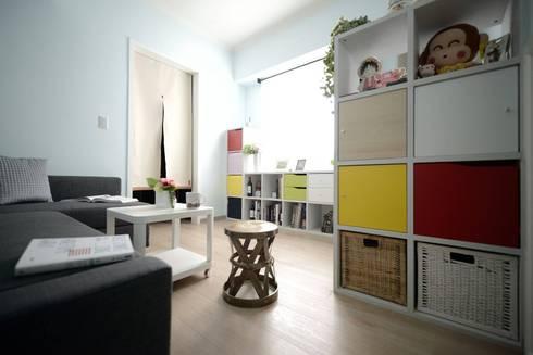 入口玄關與客廳區域:  客廳 by 大觀創境空間設計事務所