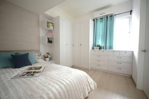 搭配設計師淺色的木紋配色與橡木色超耐磨木地板,營造出清新舒適的主臥空間。:  臥室 by 大觀創境空間設計事務所
