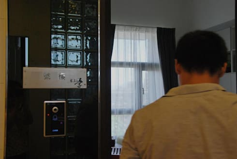 謝謝業主對我們的信任,一起攜手共創了一個溫馨舒適高雅的居家空間。:  走廊 & 玄關 by 大觀創境空間設計事務所