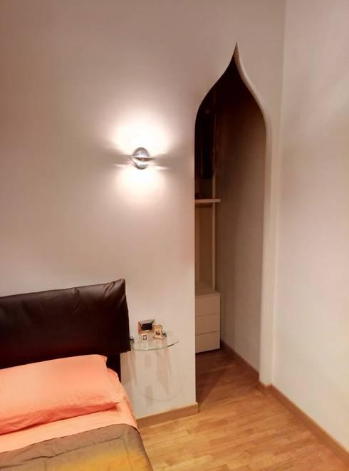 Dormitorios de estilo  por Luca Alitini