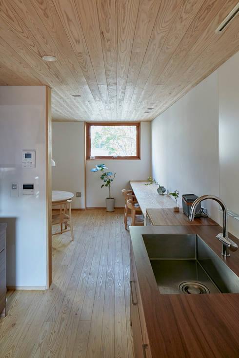 でんホーム鳥飼モデルハウス: でんホーム株式会社が手掛けたキッチンです。