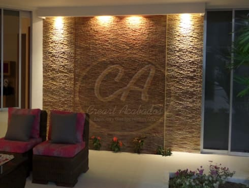 Muro llorón con panel Escapatín, tonos arena: Paisajismo de interiores de estilo  por Creart Acabados