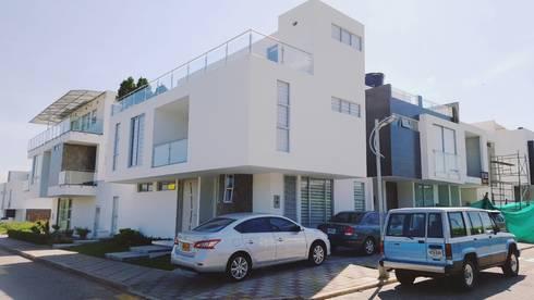 casa 3 niveles: Casas de estilo minimalista por CONSTRUCTOR INDEPENDIENTE