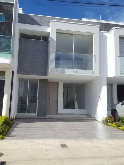 CASA EN  VENTA PORTOFINO CLUB: Casas de estilo moderno por CONSTRUCTOR INDEPENDIENTE