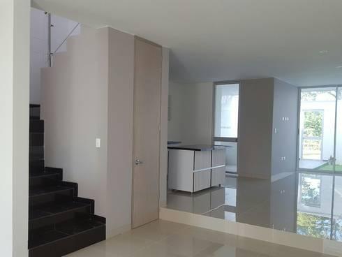 CASA EN  VENTA PORTOFINO CLUB: Salas de estilo moderno por CONSTRUCTOR INDEPENDIENTE