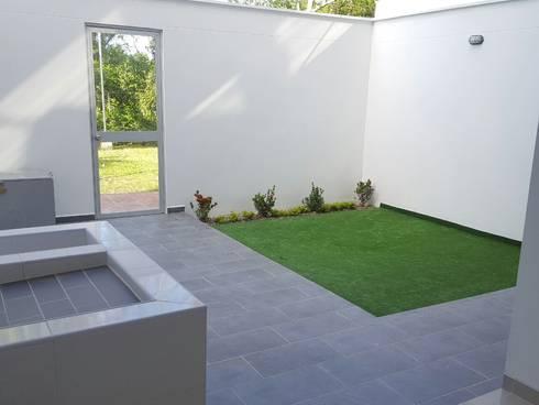 CASA EN  VENTA PORTOFINO CLUB: Jardines de estilo moderno por CONSTRUCTOR INDEPENDIENTE