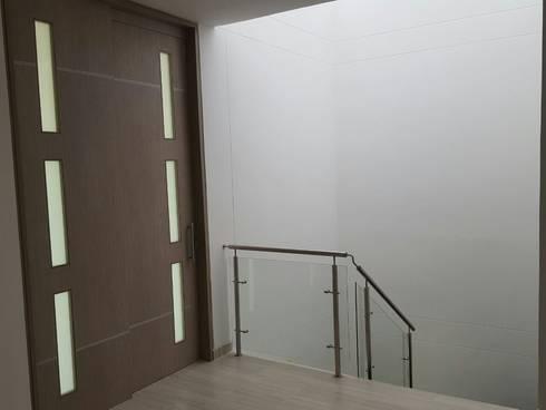 CASA EN  VENTA PORTOFINO CLUB: Puertas y ventanas de estilo moderno por CONSTRUCTOR INDEPENDIENTE