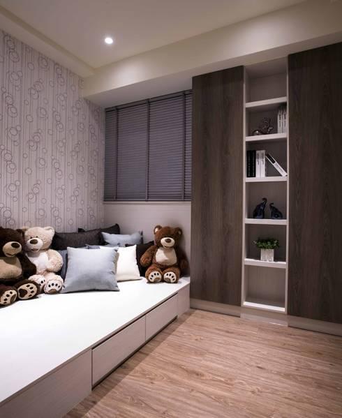 豐邑晴空匯:  嬰兒/兒童房 by 立禾空間設計有限公司