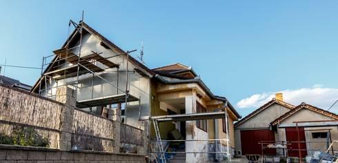 Quality Home Renovations:   by Pretoria Builders