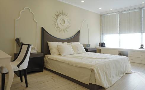 Căn hộ Tân Cổ Điển Lãng Mạn ở Thăng Long No1:  Phòng ngủ by Công ty cổ phần NỘI THẤT AVALO