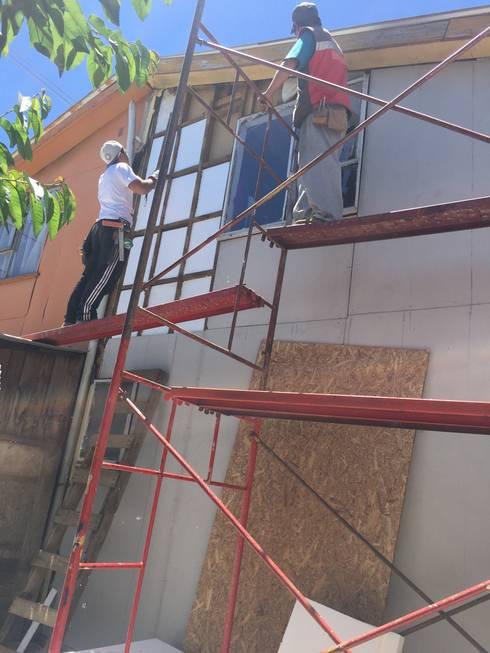 Inspección técnica de obras de Acondicionamiento térmico de viviendas existentes.:  de estilo  por Ecosustenta. Arquitectura Ingenierìa y Construcciòn Sustentable