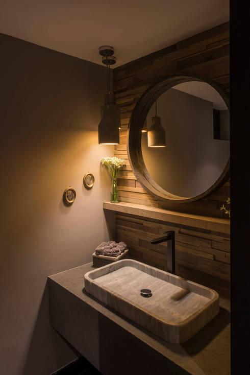 Casa AR: Baños de estilo  por ARCO Arquitectura Contemporánea