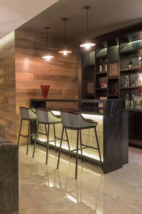 La Cúspide: Salas de estilo  por ARCO Arquitectura Contemporánea