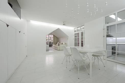 [HAPPY HOUSE 65] CĂN HỘ NHỎ NHƯNG ĐẦY ĐỦ CÔNG NĂNG:  Phòng khách by Công ty cổ phần NỘI THẤT AVALO