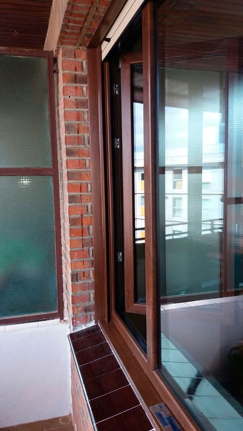 Ventanas de estilo  por Soluvent Window Solutions