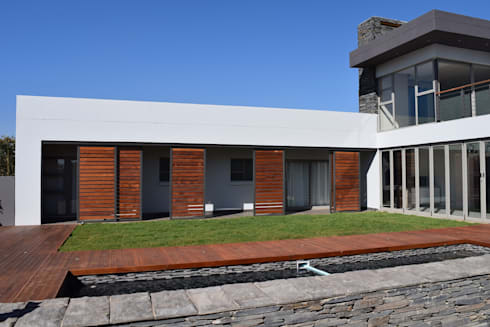New house in Serengeti: modern Houses by Clearviz Designs