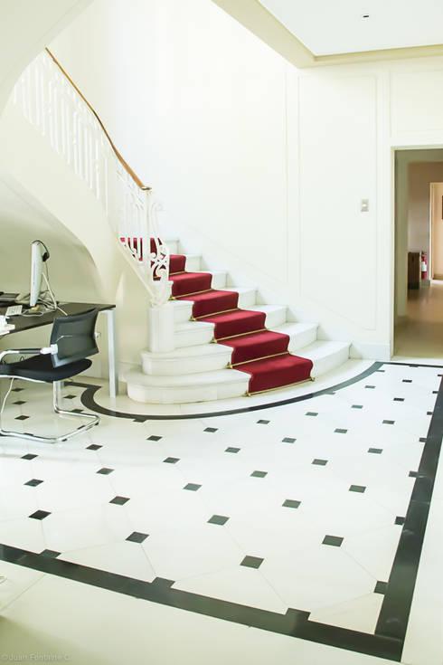 Escalera: Escuelas de estilo  por RENOarq