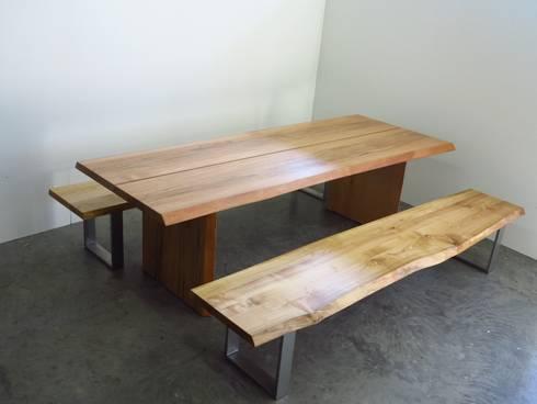 tisch und b nke aus massivholz mit baumkante aus eigener fertigung von henche m belwerkst tte. Black Bedroom Furniture Sets. Home Design Ideas