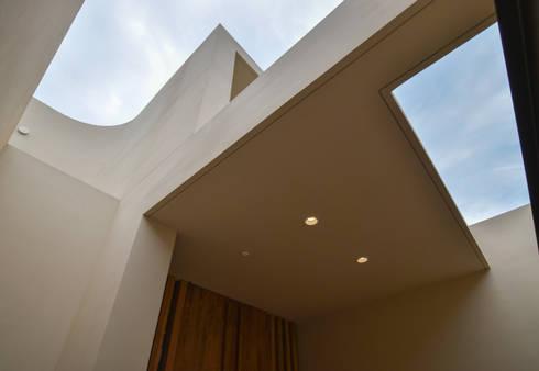 伊集院の住宅: アトリエ環 建築設計事務所が手掛けた廊下 & 玄関です。