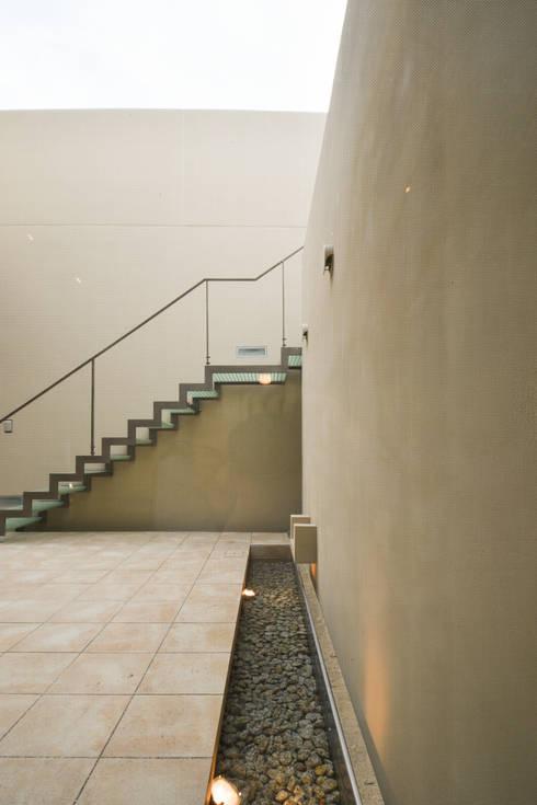 伊集院の住宅: アトリエ環 建築設計事務所が手掛けた庭です。