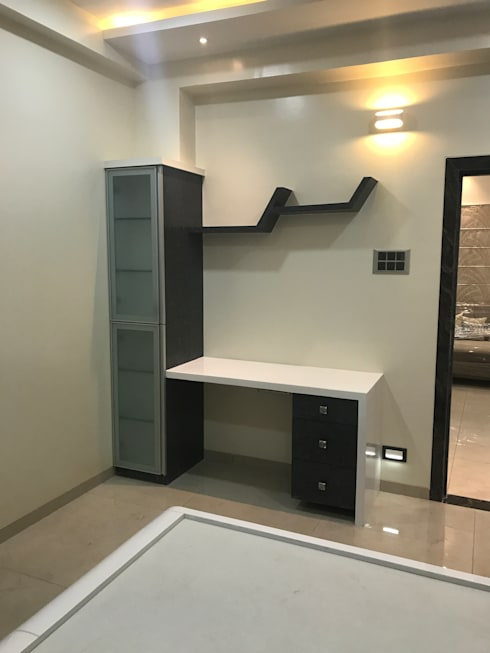 Luxury Interior Design  3 BHK Flat:  Study/office by Nabh Design & Associates